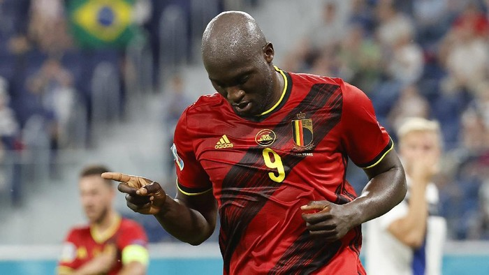 SAINT PETERSBURG, RUSSIA - JUNE 21: Romelu Lukaku of Belgium celebrates after scoring a goal which is later disallowed by VAR for offside during the UEFA Euro 2020 Championship Group B match between Finland and Belgium at Saint Petersburg Stadium on June 21, 2021 in Saint Petersburg, Russia. (Photo by Anatoly Maltsev - Pool/Getty Images)