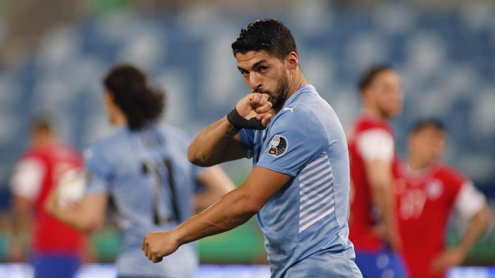 CUIABA, BRAZIL - JUNE 21: Luis Suarez of Uruguay celebrates after his team first goal scored by an own goal of Arturo Vidal of Chile during a group A match between Uruguay and Chile as part of Conmebol Copa America Brazil 2021 at Arena Pantanal on June 21, 2021 in Cuiaba, Brazil. (Photo by Miguel Schincariol/Getty Images)