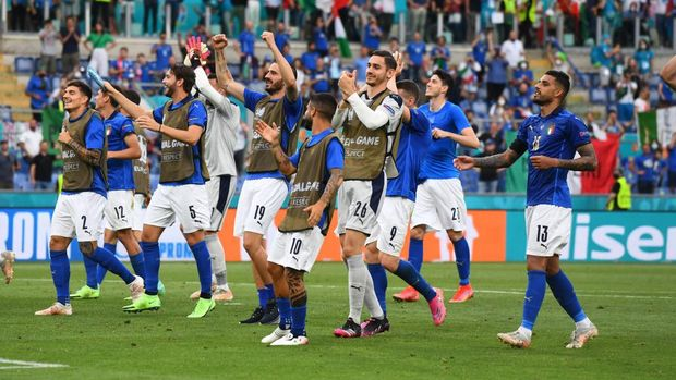 ROME, ITALY - JUNE 20: Players of Italy celebrate at the end of the UEFA Euro 2020 Championship Group A match between Italy and Wales at Olimpico Stadium on June 20, 2021 in Rome, Italy. (Photo by Claudio Villa/Getty Images)