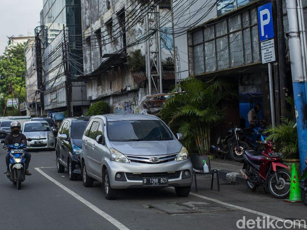 Wanita Tak Terima Ditegur Parkir di Depan Toko, Intip Garasi Rektor UI Ari Kuncoro