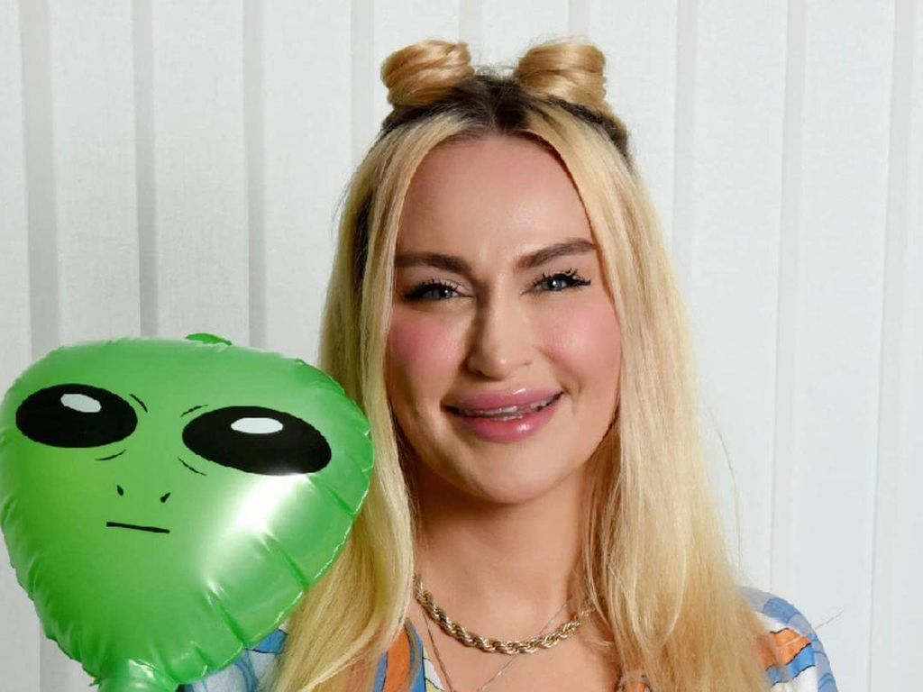 Putus Asa dengan Pria di Bumi, Wanita Ini Mengaku Berkencan dengan Alien