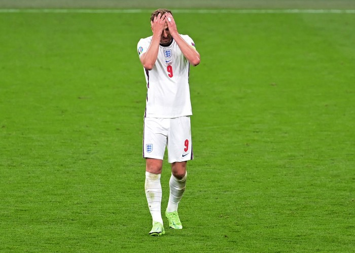 LONDON, ENGLAND - JUNE 22: Harry Kane of England looks dejected after the UEFA Euro 2020 Championship Group D match between Czech Republic and England at Wembley Stadium on June 22, 2021 in London, England. (Photo by Neil Hall - Pool/Getty Images)