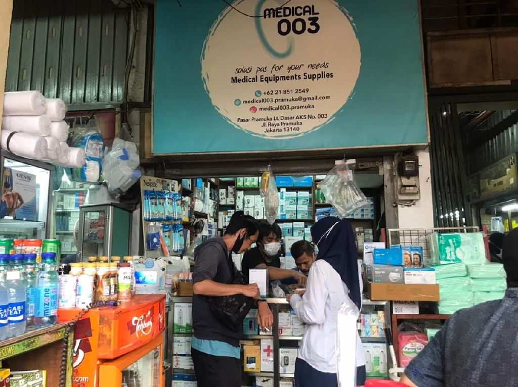 Kasus COVID Menggila, Stok Masker-Hand Sanitizer di Pasar Aman Nggak Ya?