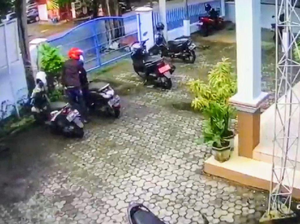 Aksi Pencurian Motor di Dinas Kominfo Bondowoso Terekam CCTV