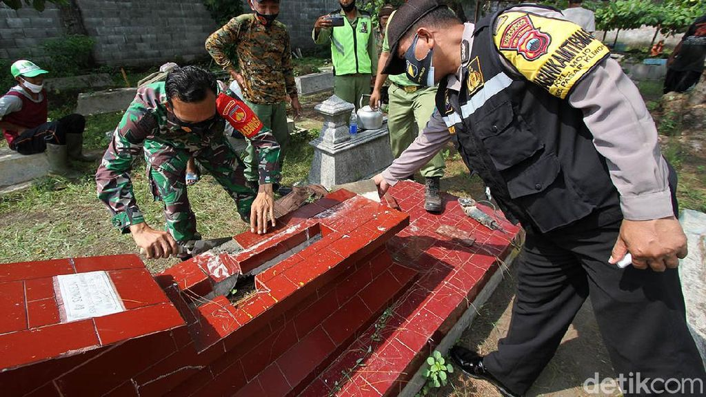 Masyarakat Bantu Perbaiki Makam yang Dirusak Bocah Solo