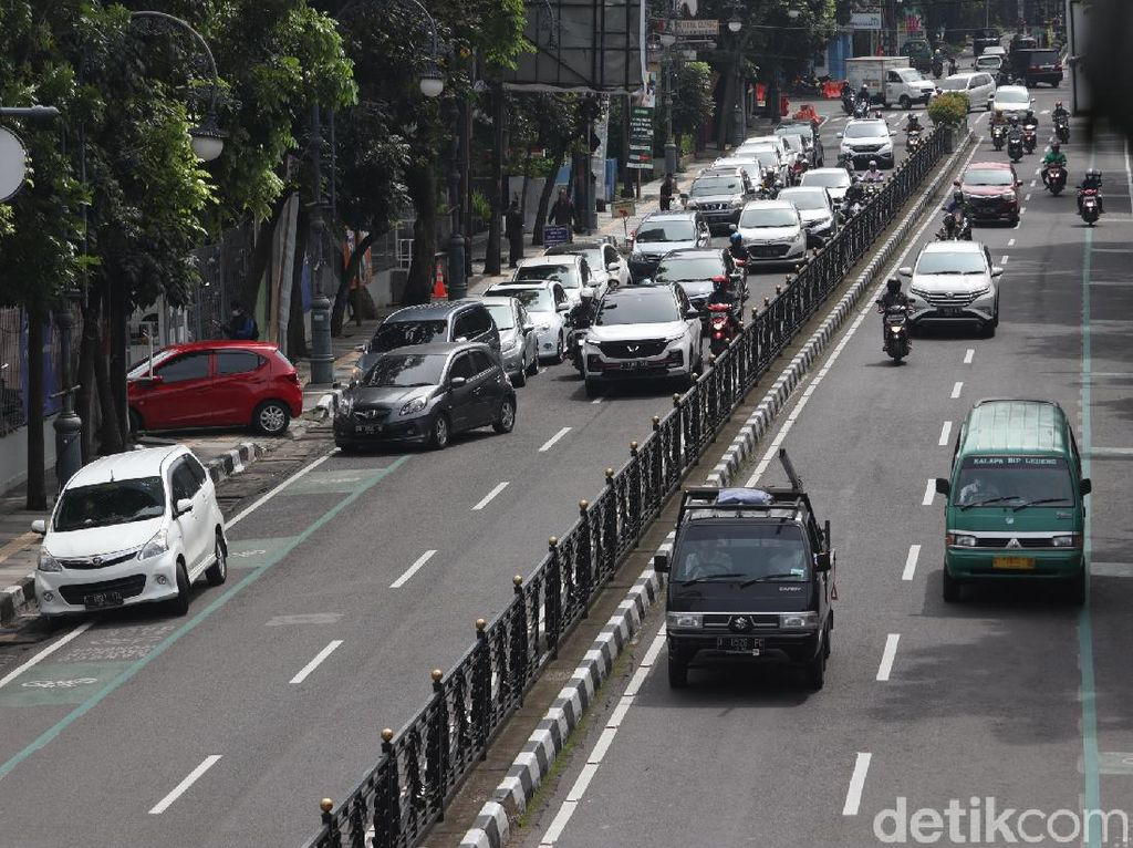 Rapid Antigen Drive Thru Timbulkan Kemacetan di Jalan Merdeka Bandung