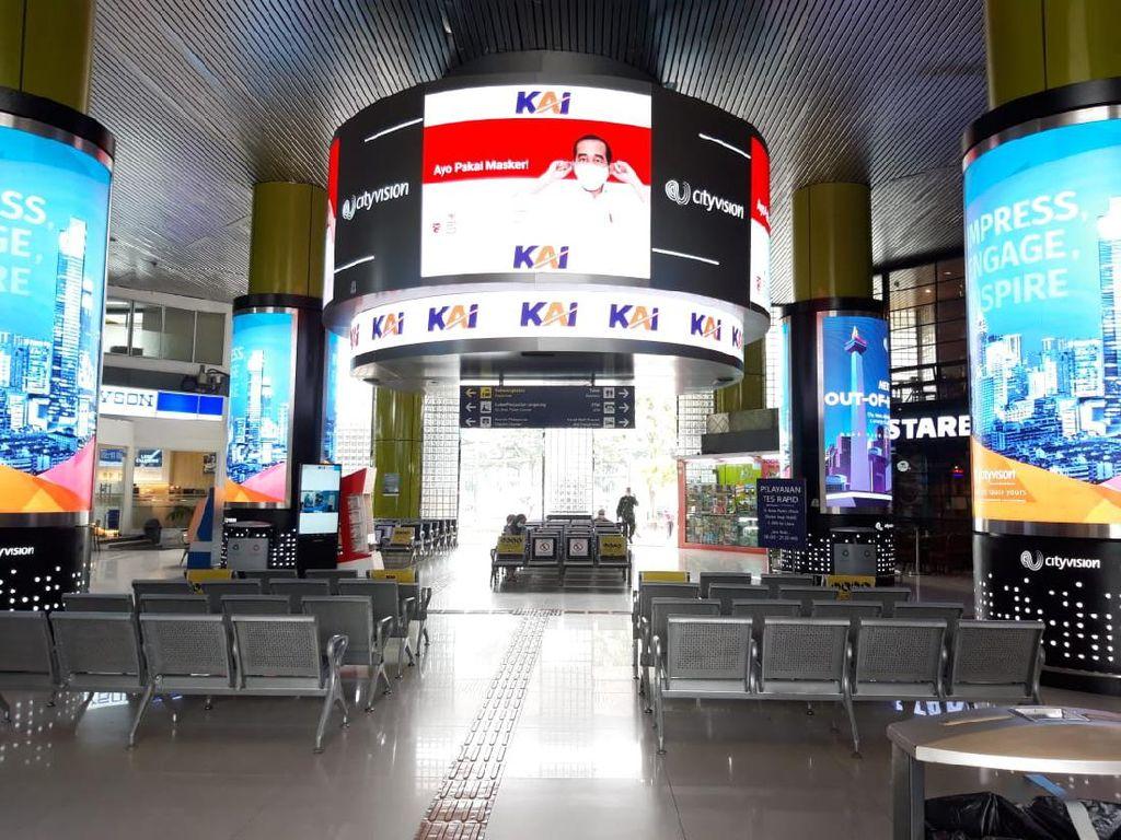 Sepinya Stasiun Pasar Senen dan Stasiun Gambir Kala Jakarta Diperketat