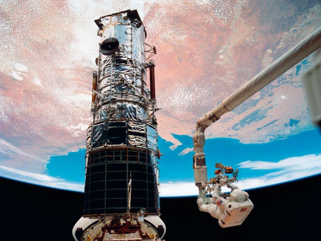 Lega, Teleskop Hubble Akhirnya Kirim Gambar Pertamanya