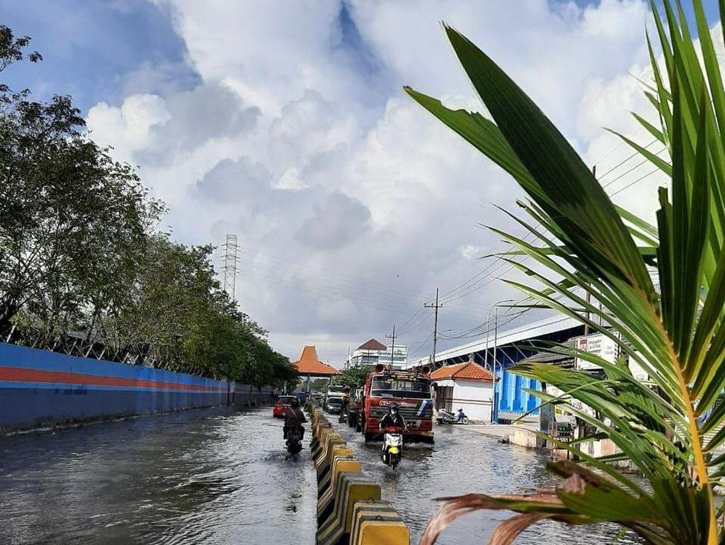 Banjir Rob Kembali Rendam Jalan Kalimas Surabaya, Ketinggiannya 40 Cm