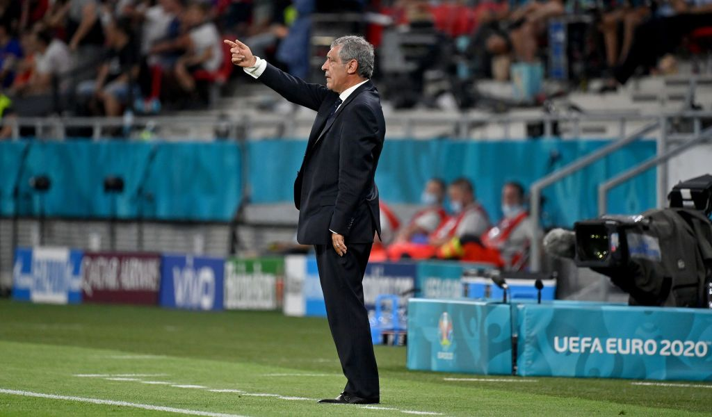 BUDAPEST, HUNGARY - JUNE 23: Fernando Santos, Head Coach of Portugal gives their side instructions during the UEFA Euro 2020 Championship Group F match between Portugal and France at Puskas Arena on June 23, 2021 in Budapest, Hungary. (Photo by Tibor Illyes - Pool/Getty Images)
