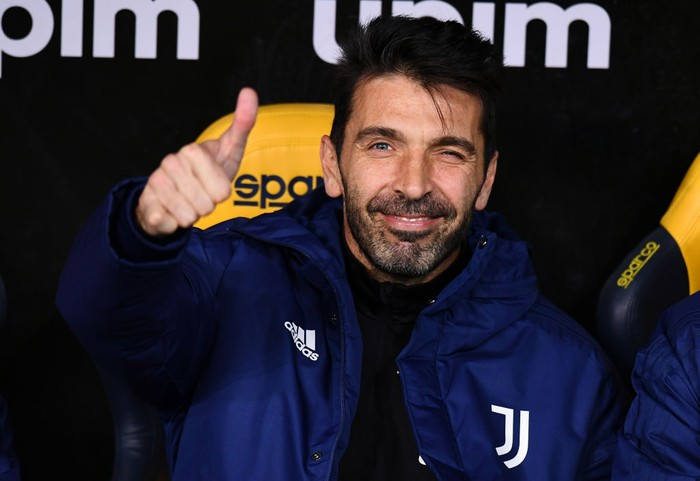 VERONA, ITALY - FEBRUARY 27: Gianluigi Buffon of Juventus gives a thumbs up prior to the Serie A match between Hellas Verona FC and Juventus at Stadio Marcantonio Bentegodi on February 27, 2021 in Verona, Italy. Sporting stadiums around Italy remain under strict restrictions due to the Coronavirus Pandemic as Government social distancing laws prohibit fans inside venues resulting in games being played behind closed doors. (Photo by Alessandro Sabattini/Getty Images )