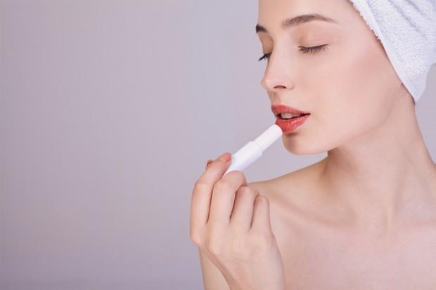 Gunakan Lip Balm sebelum Lipstik