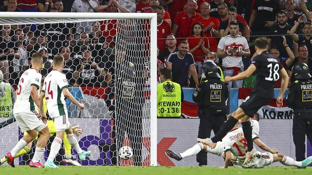 Germany's Leon Goretzka scores his side's second goal during the Euro 2020 soccer championship group F match between Germany and Hungary in Munich, Wednesday, June 23, 2021.(Kai Pfaffenbach/Pool via AP)