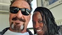 5 Fakta Istri John McAfee, Disewa Jadi PSK Sebelum Menikah