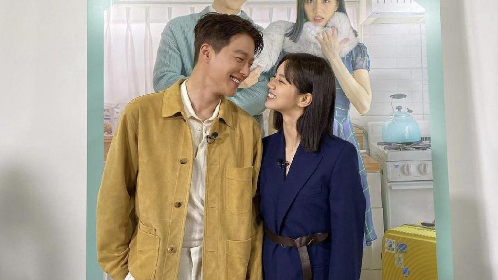 10 Potret Kemesraan Hyeri dan Jang Ki Yong di Balik Layar, Bikin Baper