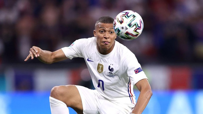 BUDAPEST, HUNGARY - JUNE 23: Kylian Mbappe of France controls the ball during the UEFA Euro 2020 Championship Group F match between Portugal and France at Puskas Arena on June 23, 2021 in Budapest, Hungary. (Photo by Alex Pantling/Getty Images)