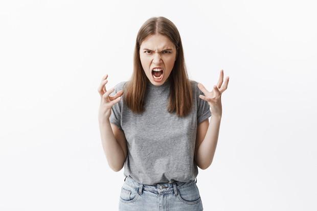 Seseorang yang mengalami burnout seringkali cepat menemui amarah akibat kelelahan hati dan pikiran.