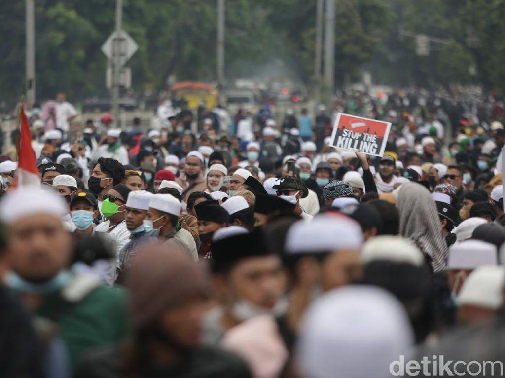 Kala Imam Besar Isapan Jempol Bikin Sidang HRS Digeruduk Massa
