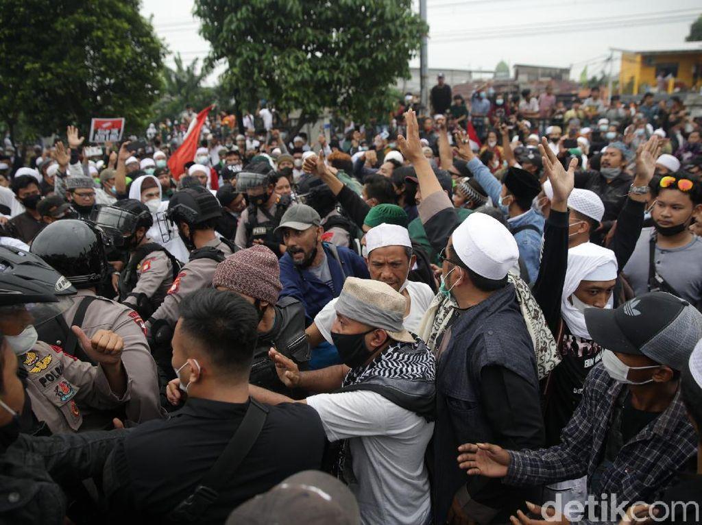 Alasan Massa Geruduk PN Jaktim: Jaksa Sebut HRS Imam Besar Isapan Jempol