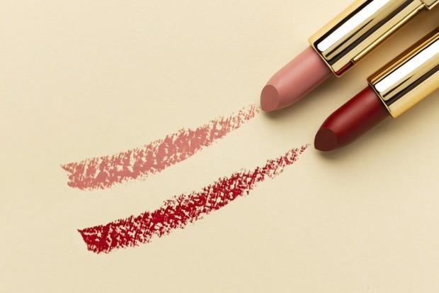 Pilih Lipstik yang Bisa Melembapkan