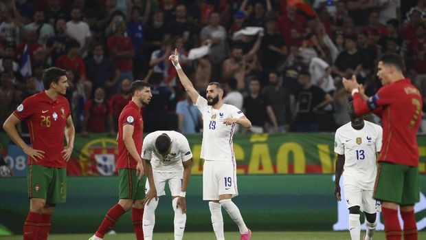 France's Karim Benzema, center, celebrates after scoring his side's second goal during the Euro 2020 soccer championship group F match between Portugal and France at the Puskas Arena in Budapest, Wednesday, June 23, 2021. (Bernadett Szabo, Pool photo via AP)