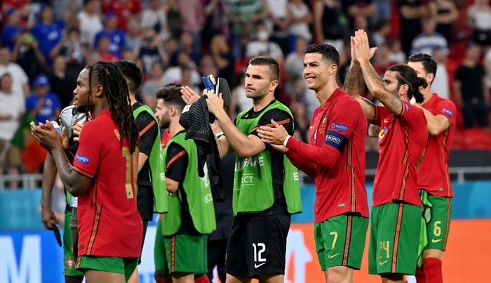 BUDAPEST, HUNGARY - JUNE 23: Cristiano Ronaldo of Portugal applauds the fans with teammates following the UEFA Euro 2020 Championship Group F match between Portugal and France at Puskas Arena on June 23, 2021 in Budapest, Hungary. (Photo by Tibor Illyes - Pool/Getty Images)