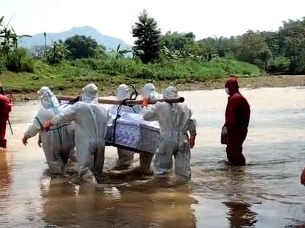 Cerita Relawan Susur Sungai Demi Makamkan Pasien Corona di Wonogiri