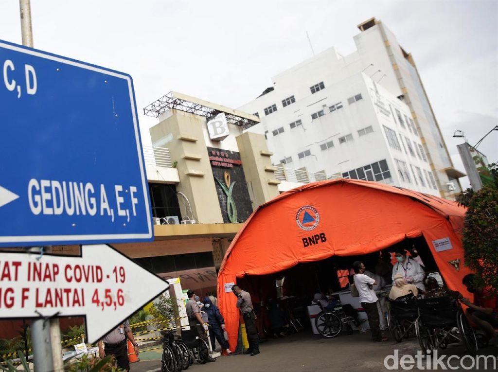 Viral Pasien Tiduran di Parkiran dan Pikap, Dirut RSUD Bekasi Minta Maaf