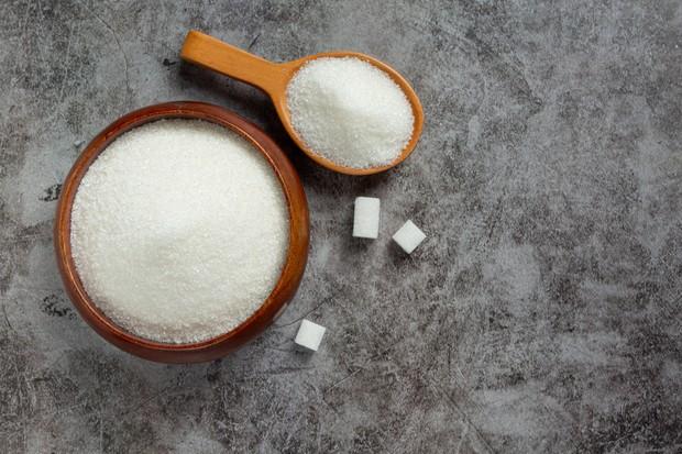 Untuk membuatnya, harus dipastikan menggunakan gula yang tidak terlalu kasar agar tidak melukai bibirmu