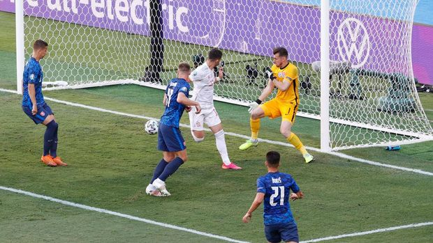 SEVILLE, SPAIN - JUNE 23: Ferran Torres of Spain scores their side's fourth goal past Martin Dubravka of Slovakia during the UEFA Euro 2020 Championship Group E match between Slovakia and Spain at Estadio La Cartuja on June 23, 2021 in Seville, Spain. (Photo by Julio Munoz - Pool/Getty Images)