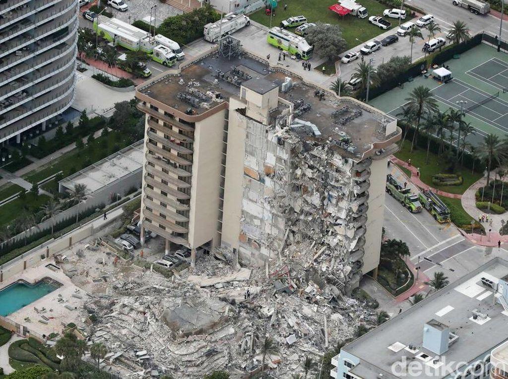 150 Orang Masih Terjebak Reruntuhan Bangunan 12 Lantai di Florida