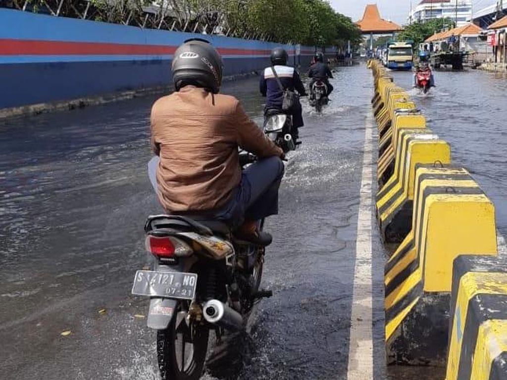 Banjir Rob Rendam Jalan Kalimas Surabaya, Kali Ini Ketinggiannya 40 Cm