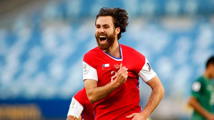 CUIABA, BRAZIL - JUNE 18: Ben Brereton of Chile celebrates after scoring the first goal of his team during a group A match between Chile and Bolivia as part of Conmebol Copa America Brazil 2021 at Arena Pantanal on June 18, 2021 in Cuiaba, Brazil. (Photo by Miguel Schincariol/Getty Images)