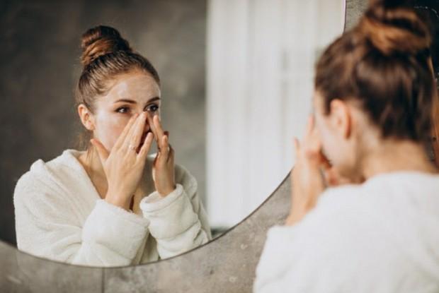 Cleansing Face | Pict : Freepik.com