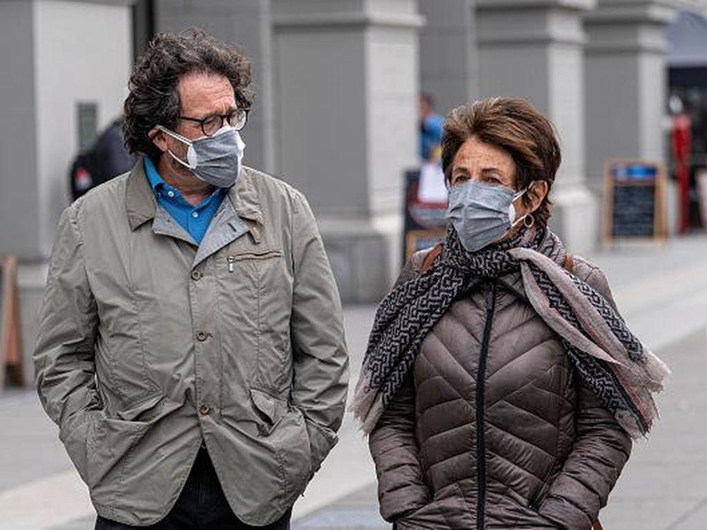 Dear Siswa, Begini Cara Pakai Masker Dobel yang Benar Menurut Kemendikbud