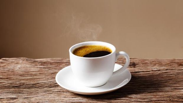 Minuman bewarna pekat hingga kopi dapat merubah warna alami dari gigi. Jadi, mulailah untuk membatasinya ya ladies.