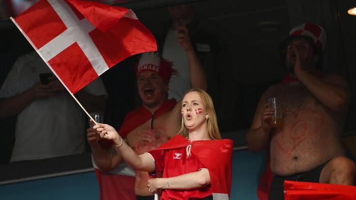 Euro 2020 telah memasuki babak 16 besar. Dalam laga fase grup sebelumnya, para suporter cantik hadir langsung untuk membakar semangat tim kesayangannya.