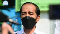 Serahkan Bantuan, Jokowi Minta Perawatan Verawaty Wiharjo Terjamin