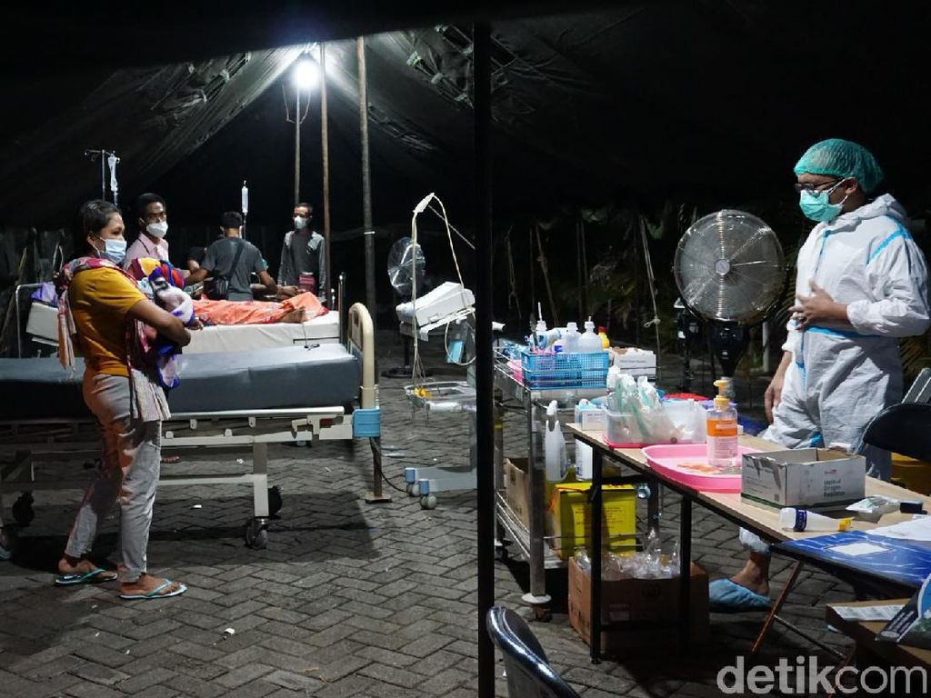 Miris, RSUD dr Wahidin Kota Mojokerto Layani Pasien di Tenda