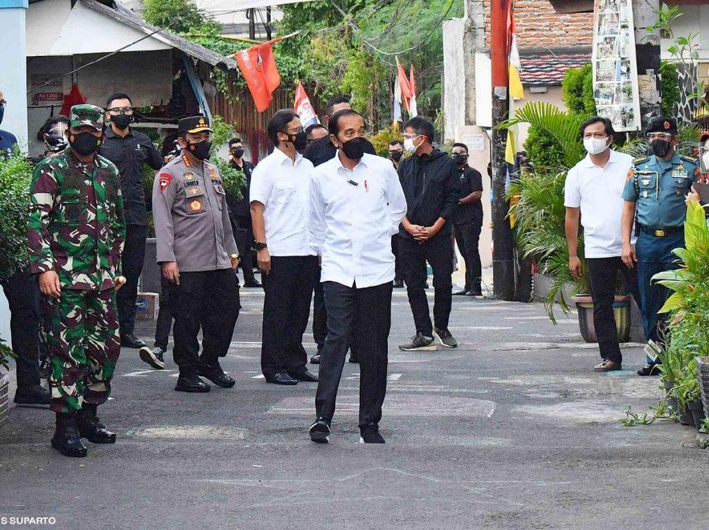 Tiba-tiba Jokowi Sidak PPKM Mikro di Cempaka Putih!