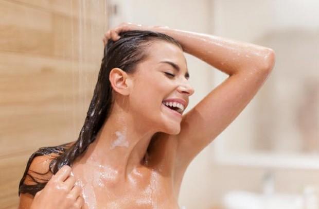 Washing Hair   Pict : Freepik.com
