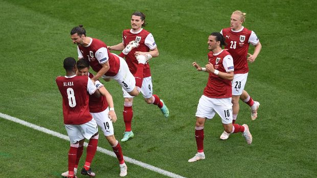 BUCHAREST, ROMANIA - JUNE 21: Christoph Baumgartner of Austria celebrates with David Alaba and Aleksandar Dragovic after scoring their side's first goal during the UEFA Euro 2020 Championship Group C match between Ukraine and Austria at National Arena on June 21, 2021 in Bucharest, Romania. (Photo by Mihai Barbu - Pool/Getty Images)
