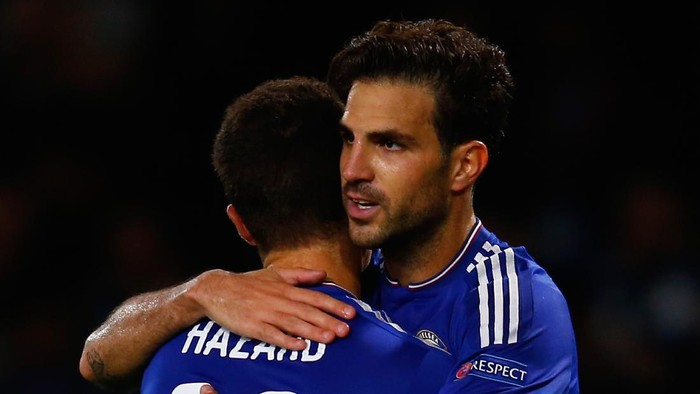LONDON, ENGLAND - SEPTEMBER 16:  Cesc Fabregas of Chelsea (R) celebrates scoring their fourt goal with Eden Hazard of Chelsea during the UEFA Chanmpions League group G match between Chelsea and Maccabi Tel-Aviv FC at Stamford Bridge on September 16, 2015 in London, United Kingdom.  (Photo by Laurence Griffiths/Getty Images)