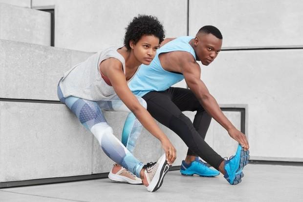 Jenis sepatu flexible tentunya bisa membahayakan kesehatan kaki karena tidak memiliki penopang kaki.