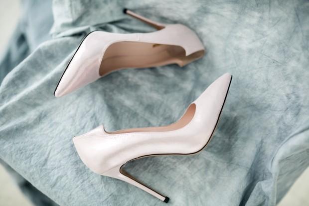 Pemakaian high heels yang terus menerus bisa mengikis dan memendekkan bagian kaki antara betis dengan tumit.
