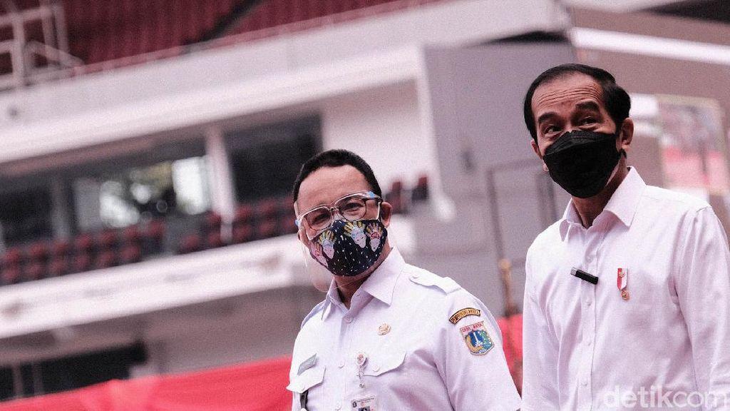 Jokowi Bareng Anies Pantau Vaksin Massal di GBK