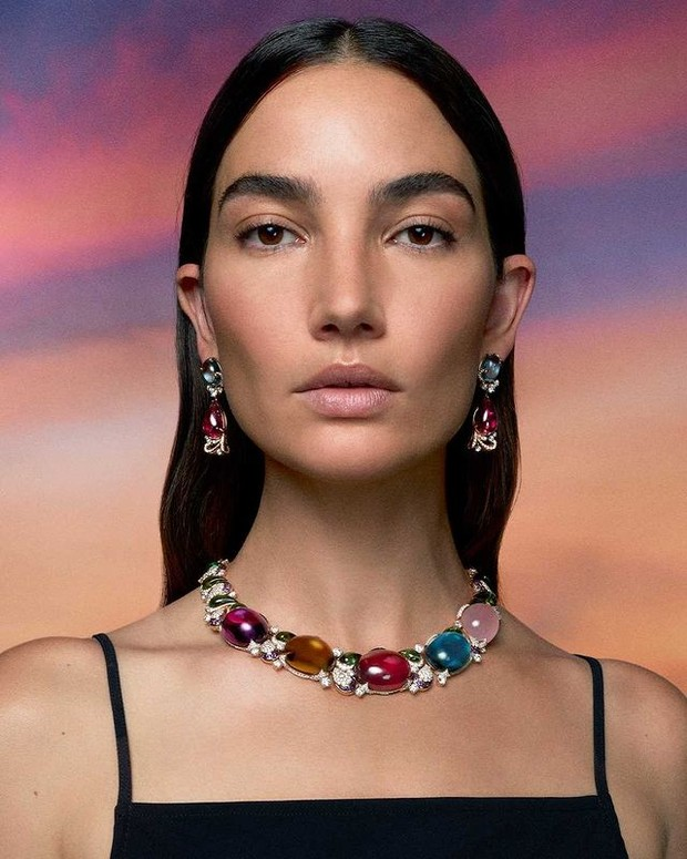 Lily Aldrige mengenakan Prodigious Color Necklace