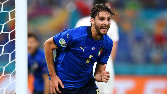 ROME, ITALY - JUNE 16: Manuel Locatelli of Italy celebrates after scoring their sides first goal during the UEFA Euro 2020 Championship Group A match between Italy and Switzerland at Olimpico Stadium on June 16, 2021 in Rome, Italy. (Photo by Claudio Villa/Getty Images)