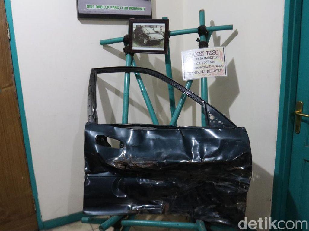Merinding! Pintu Mobil Saksi Bisu Kecelakaan Nike Ardilla Dipajang di Museum