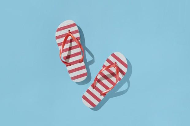 Penggunaan sandal jepit setiap hari menyebabkan plantas fasciitis atau penebalan fascia plantar.